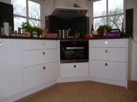 Bestaande keuken voorzien van nieuwe fronten. mdf met groef.