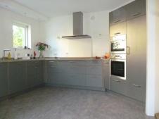 Ruime keuken met werkblad van composiet in de classic stijl